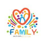 O logotipo feliz colorido da família com os povos abstratos no coração dá forma ilustração do vetor