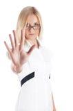 O louro encantador alegre em uma camisa branca foto de stock