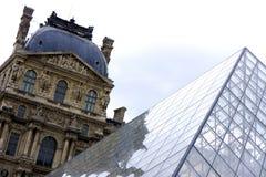 O Louvre imagem de stock