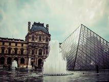 O Louvre no vintage - Paris, França Fotos de Stock Royalty Free