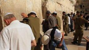 O lugar lamentando dos judeus. Parede lamentando. Parede ocidental no Jerusalém, Israel vídeos de arquivo