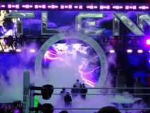 O lutador de WWE o empresário incorpora o título da arena para o rin Imagens de Stock Royalty Free