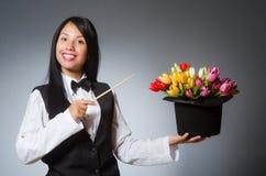 O mágico da mulher no conceito engraçado Fotos de Stock