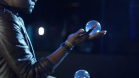 o mágico 4K mostra a rapidez de sua mão com bolas filme