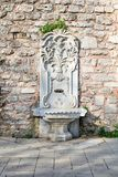O mármore esculpiu a fonte bebendo no parque de Gulhane, distrito de Sultan Ahmet, Istambul Fotografia de Stock Royalty Free
