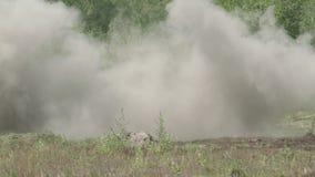 O míssil bate o alvo video estoque