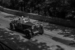 O M 665 S SUPERBA 1928 op een oude raceauto in verzameling Mille Miglia 2017 het beroemde Italiaanse historische ras 1927-1957 op Royalty-vrije Stock Foto