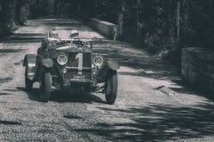 O M 665 SPORT SUPERBA 2000 CM3 1927 op een oude raceauto in verzameling Mille Miglia 2017 Royalty-vrije Stock Foto