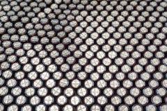 O macro do close-up do fim alinhou os componentes da eletrônica do hardware das comunicações dos capacitores eletrolíticos embala imagens de stock royalty free