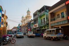 O mainstreet de Mawlamyine myanmar burma imagens de stock