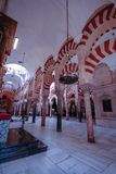 O mais forrest das colunas na grande mesquita em Córdova, Espanha fotografia de stock royalty free