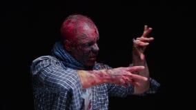 O maníaco do zombi é assustador de seus dentes que tentam morder filme