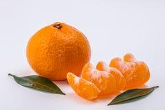 O mandarino no fundo branco imagens de stock royalty free