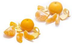 O mandarino (tangerina) com os segmentos ISOLADOS Fotografia de Stock