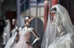 O manequim em um vestuário do casamento da noiva Imagens de Stock