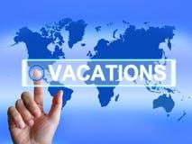 O mapa das férias significa o planeamento do Internet ou Imagens de Stock