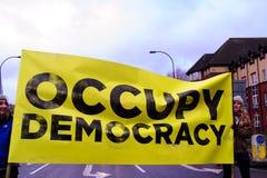O março para o protesto das casas imagens de stock royalty free