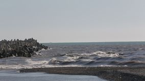 O mar é 1 selvagem e sujo vídeos de arquivo