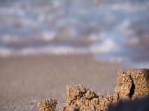 O mar acena em um Sandy Beach vídeos de arquivo
