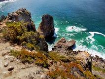 O mar acena rochas da costa Fotografia de Stock