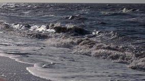 O mar acena sobre o fundo HD do feriado da praia da areia video estoque