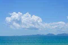 O mar azul Imagens de Stock
