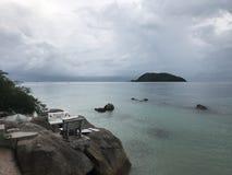 O mar balança o céu Fotos de Stock Royalty Free