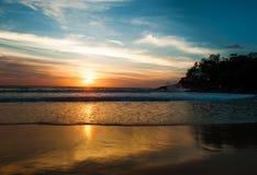 O mar da paisagem acena na praia Fotos de Stock Royalty Free