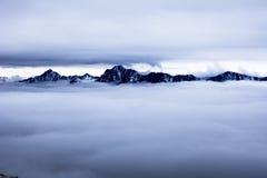 O mar das nuvens e das montanhas Foto de Stock Royalty Free