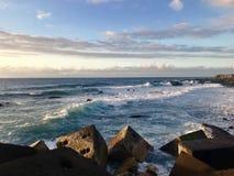 O mar de Tenerife nubla-se o por do sol da praia fotografia de stock royalty free