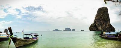 O mar do whit de Tailândia um barco tradicional Fotografia de Stock Royalty Free