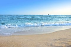 O mar e o c?u relaxam o feriado imagem de stock royalty free