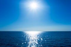 O mar e o sol Fotografia de Stock