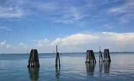 O mar na frente das praias de Veneza imagens de stock