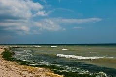 O Mar Negro em uma tarde nebulosa Imagens de Stock