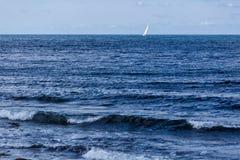 O Mar Negro no dia ventoso de outubro fotografia de stock