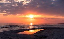 O mar no nascer do sol Foto de Stock Royalty Free