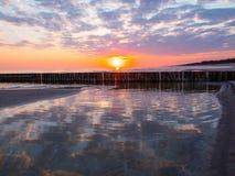 O mar no nascer do sol Imagens de Stock