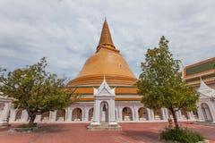 O marco da província de Nakhon Pathom, Tailândia Imagens de Stock Royalty Free