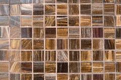 O marrom amarelo telha a parede da grade para a textura e o fundo abstratos imagens de stock royalty free