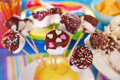 O marshmallow estala com chocolate e colorido polvilha Imagens de Stock Royalty Free
