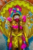 O masquerader fêmea novo vestiu-se como um dançarino japonês em uma parada de carnaval em St James, Trindade e Tobago fotos de stock royalty free