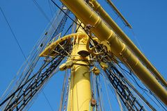 O mastro de um navio de navigação Fotografia de Stock Royalty Free