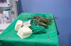 O material cirúrgico estéril abriu recentemente imagens de stock