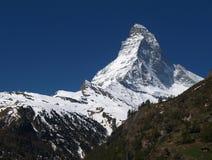 O Matterhorn com céu azul Foto de Stock
