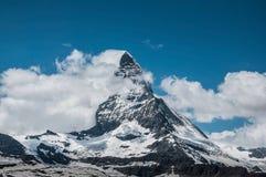 O Matterhorn tímido no verão fotografia de stock
