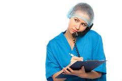 O médico grava na almofada Fotos de Stock
