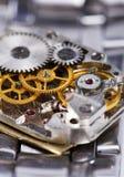 O mecanismo é do relógio de pulso desmontado Foto de Stock Royalty Free