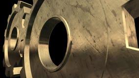 O mecanismo velho das duas engrenagens do ouro está girando Fundo preto Fim acima Alpha Channel filme