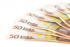 O meio círculo fez com euro- dinheiro europeu das cédulas 50 no fundo branco Imagens de Stock Royalty Free